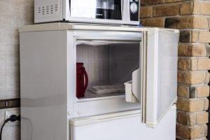 Gefrierschranktür auswechseln – so wechseln Sie schnell und einfach Ihre Gefrierschranktür!